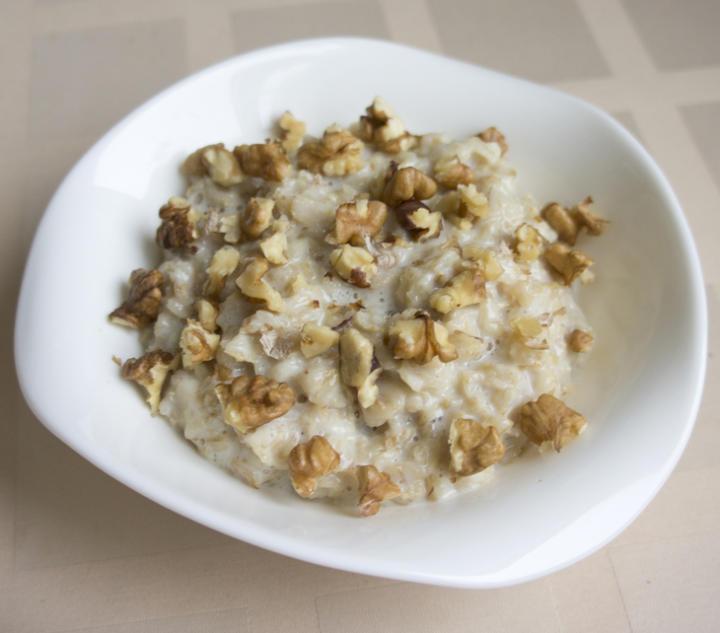 Овсяный завтрак с орехами