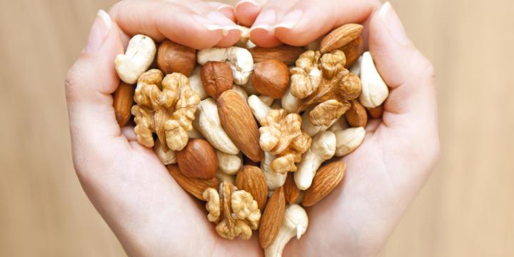 Как орехи влияют на обмен веществ