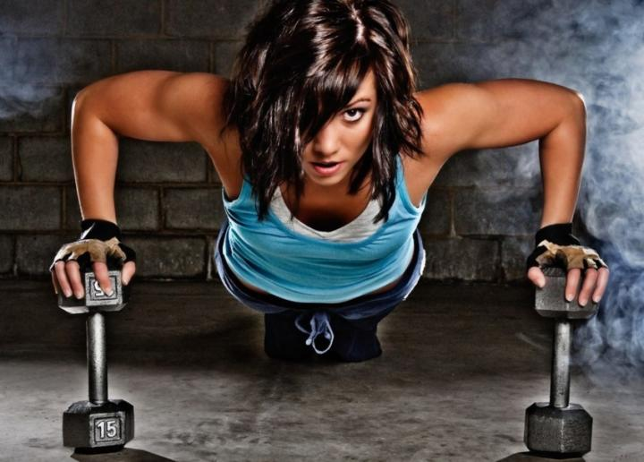 Мощная жиросжигающая тренировка поможет скинуть лишнее — Спортивная девушка