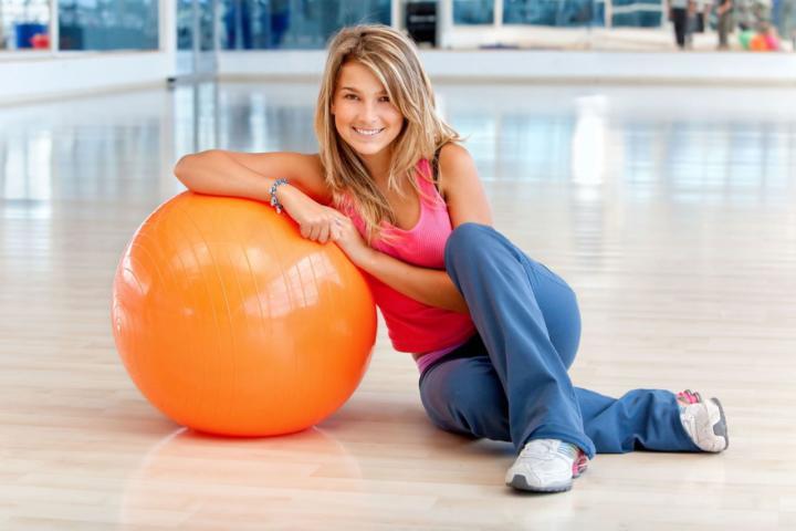 Упражнения на гимнастическом мяче для похудения