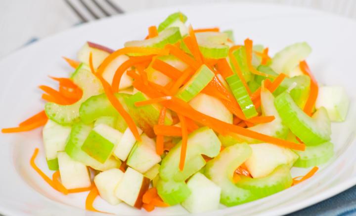 Салат из сельдерея, моркови и репы