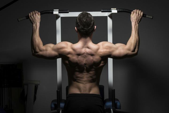Как накачать рельефные плечи