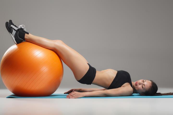 Упражнения с фитболом: лучшие комплексы для похудения